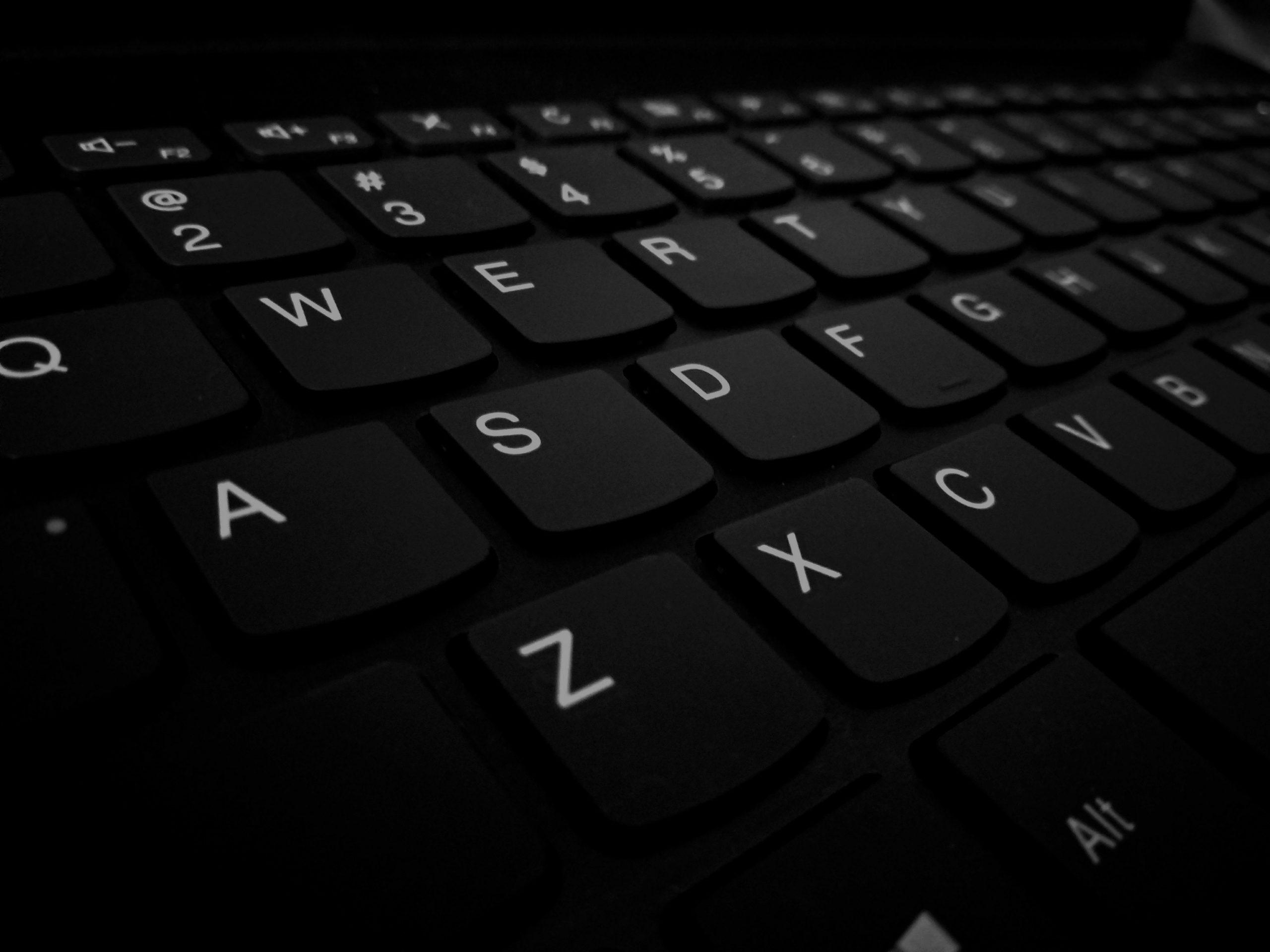 como limpiar teclado notebook